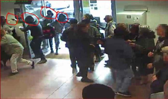 Un frame della rapina all'ufficio postale di Pizzo