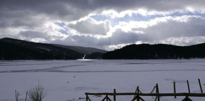 Il lago Arvo ghiacciato