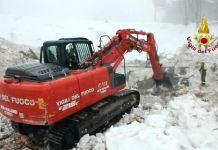 escavatore Rigopiano
