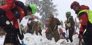 """Operatori del Corpo Nazionale Soccorso Alpino e Spelologico"""" CNSAS sul luogo del disastro al Rigopiano"""
