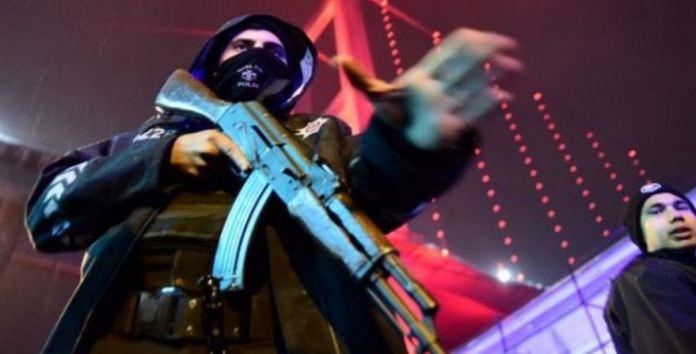 uomo armato