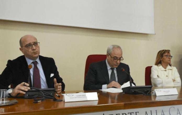 Luciano Greco e Klaus Algieri mentre siglano il protocollo d'intesa