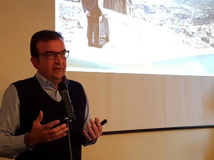 Mario Occhiuto mentre espone i suoi pregetti per Cosenza