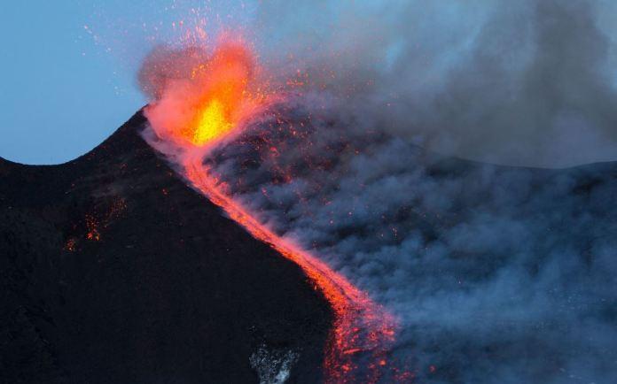 Il cratere Est dell' Etna