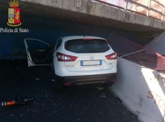 L'auto dei coniugi Diomede schiacciata sotto il ponte su A14