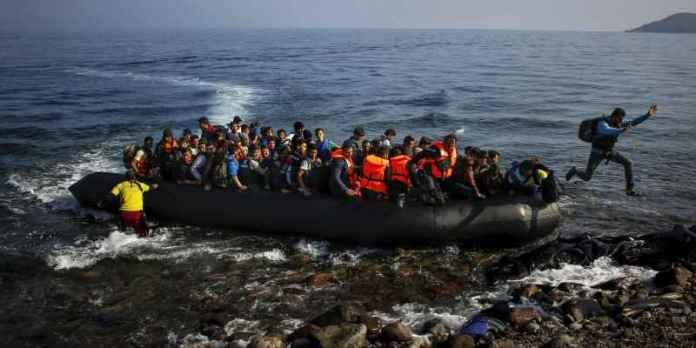 barcone mare migranti