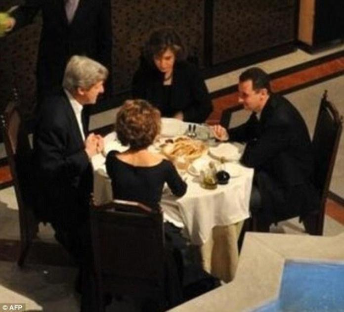 John Kerry e Bashar Al Assad a cena insieme quando gli Usa di Obama faceva affari con la Siria