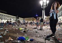 Piazza San Carlo a Torino dopo le esplosioni di petardi