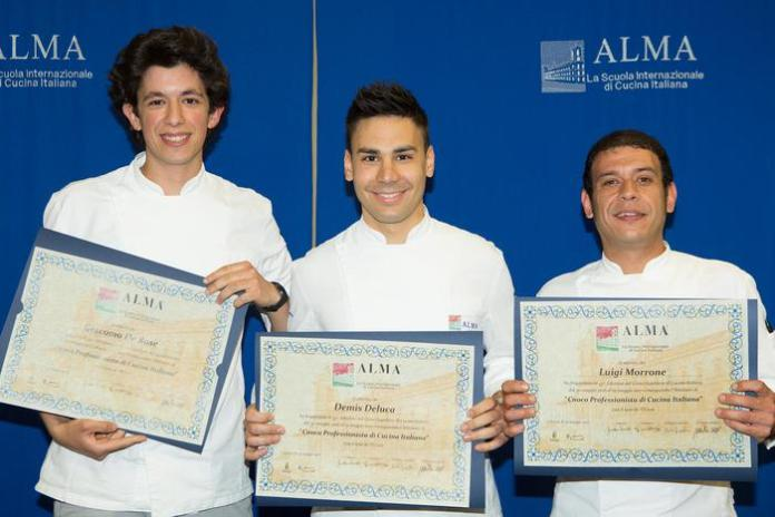 """I tre ragazzi calabresi diplomati """"cuoco professionista"""" alla Scuola internazionale di cucina italiana"""