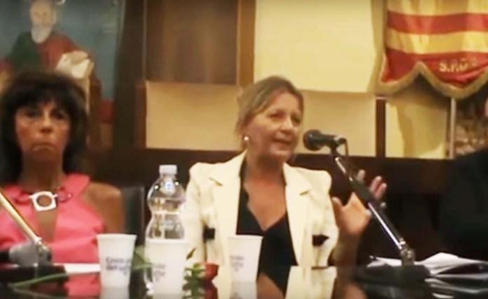 Carmen Di Genio mentre parla dei migranti