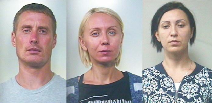Da sinistra i tre fermati Mihails Dimitriks, Iana Koshova e Liudmyla Popova