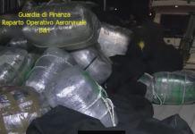 I sacchi di marijuana a bordo del natante bloccato a Vieste