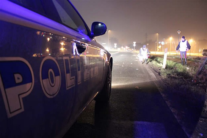 Polizia stradale in autostrada dopo incidente