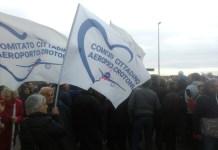 aeroporto di Crotone chiuso, manifestazione di protesta