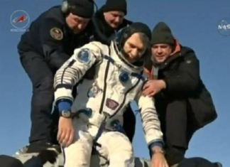 Paolo Nespoli subito dopo l'atterraggio