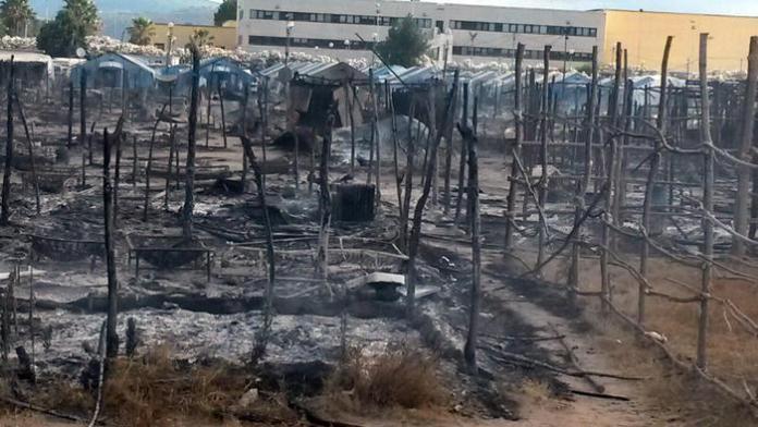 Incendio nella tendopoli a luglio 2017