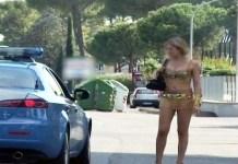 Minaccia, picchia e fa prostituire donna, arrestato rumeno