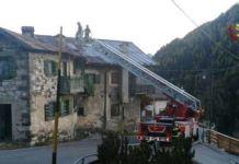 vigili del fuoco sui tetti