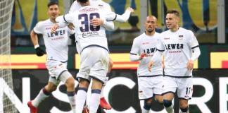 Andrea Barberis esulta dopo il gol del pareggio del Crotone contro l'Inter