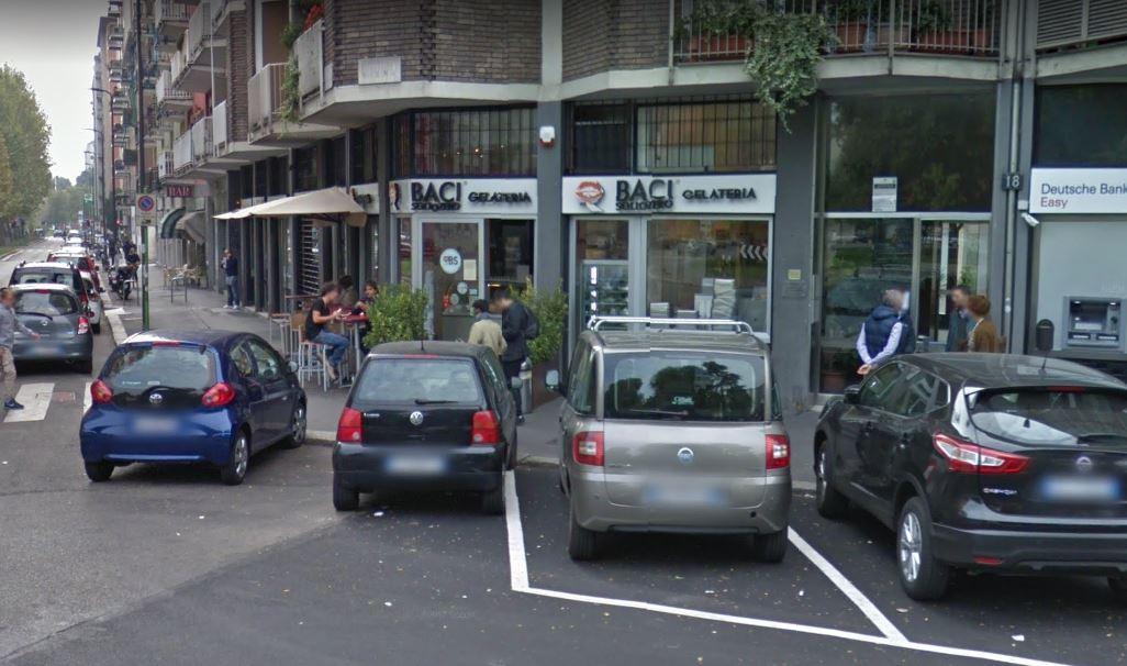 """Ragazza rifiuta un gelato a Salvini: """"Sei razzista"""". Licenziata"""