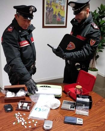 Foto Carabinieri Rende droga coppia