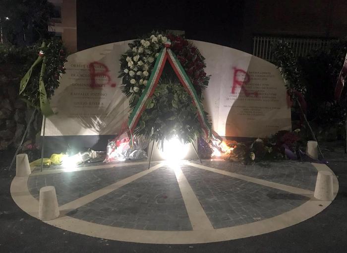Imbrattato il monumento in ricordo delle vittime di via Fani