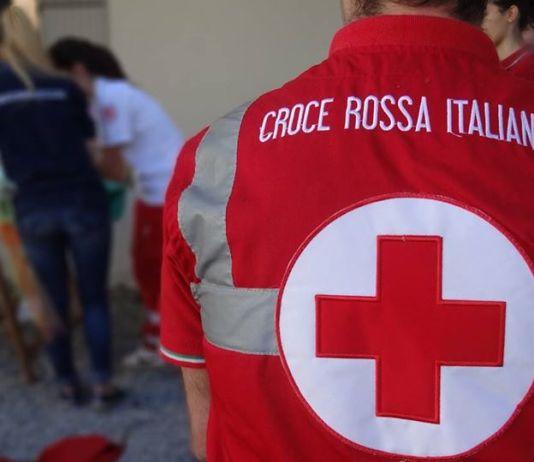 Finanza consegna capi abbigliamento sequestrati a Croce rossa
