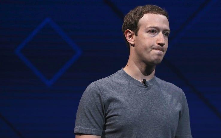 Astrosamantha lascia Facebook dopo lo scandalo Cambridge Analytica