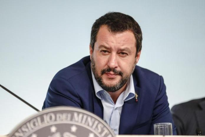 Moody's declassa l'Italia, Salvini: Avanti lo stesso