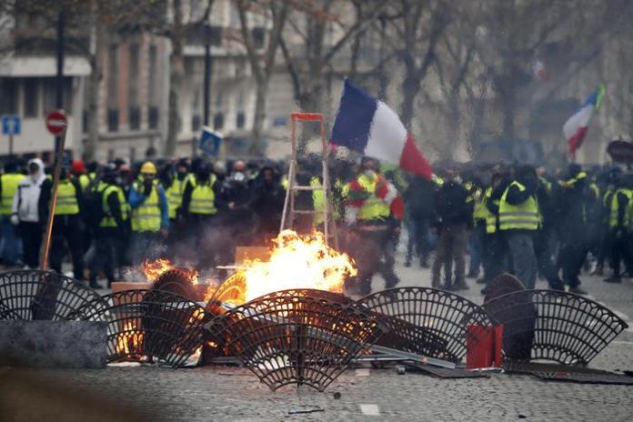 Barricate dei Gilet gialli a Parigi