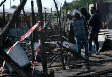I resti delle baracche dopo l'incendio divampato nella baraccopoli di San Ferdinando