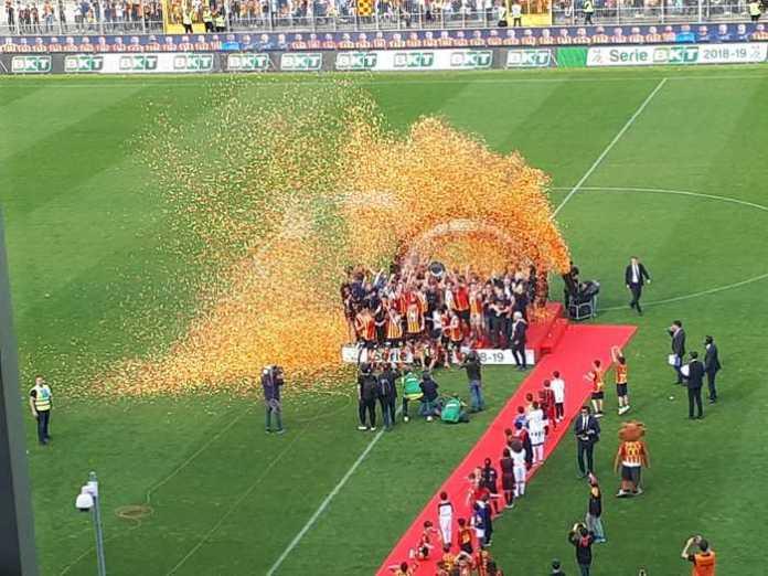 Il Lecce festeggia la promozione in serie A