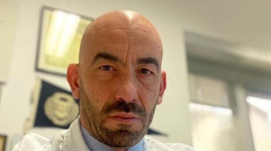 """Bassetti ci ripensa su AZ: """"Troppi errori di comunicazione sui vaccini: fermarlo per tutti"""""""