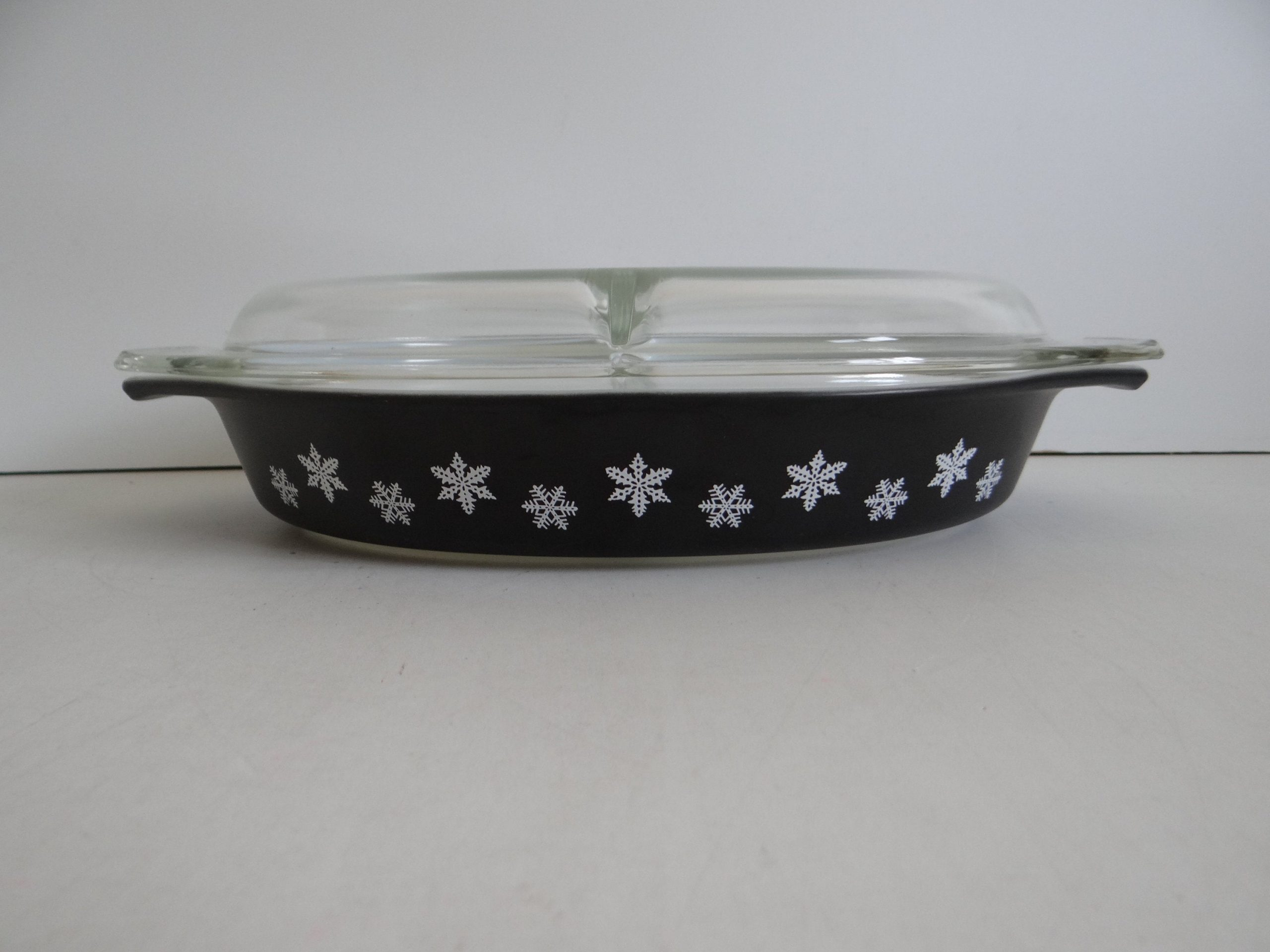 Pyrex Snowflake Divided Casserole with Lid