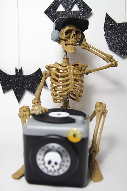 Aldi Skeleton DJ