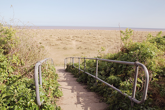 steps to kessingland beach