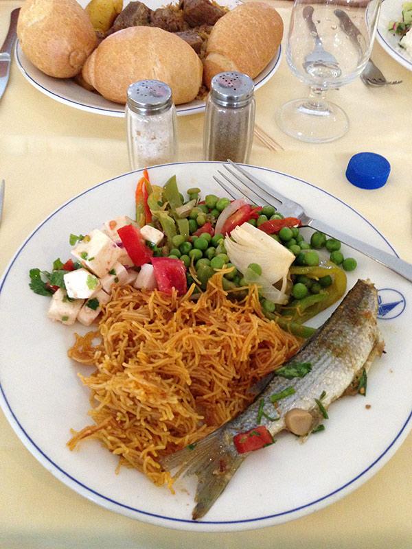 Столовая отеля  и еда в all inclusive в отеле El Mourandi El Menzah
