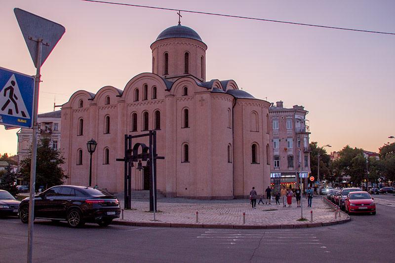Церковь Успения Богородицы Пирогощей