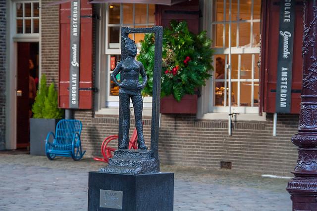 Памятник проститутке Belle