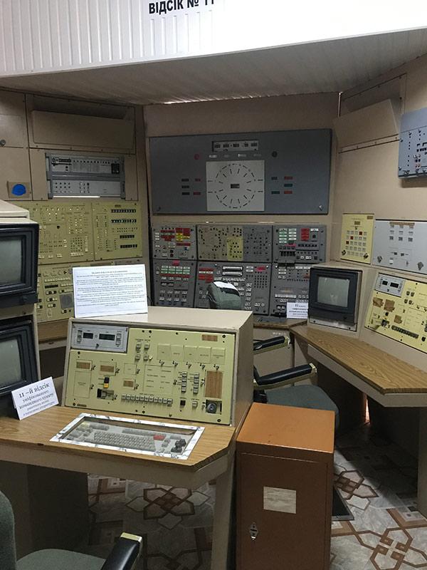 В таком же командном пункте мы «запускали ракету» на -11 этаже