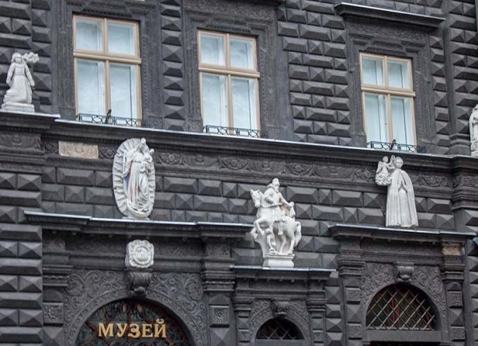 Черная каменица во Львове