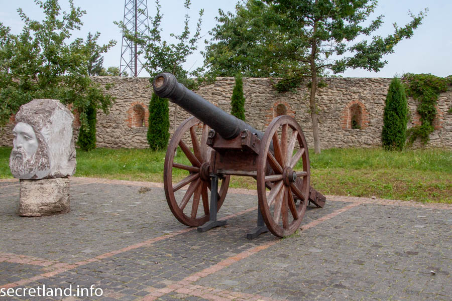 Замок в Дубно - пушка