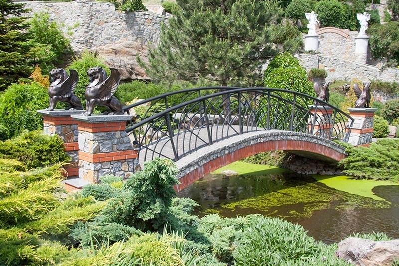 Мост с грифонами