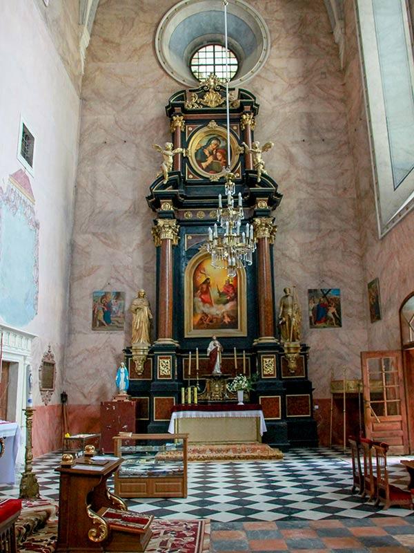 Боковой алтарь храма