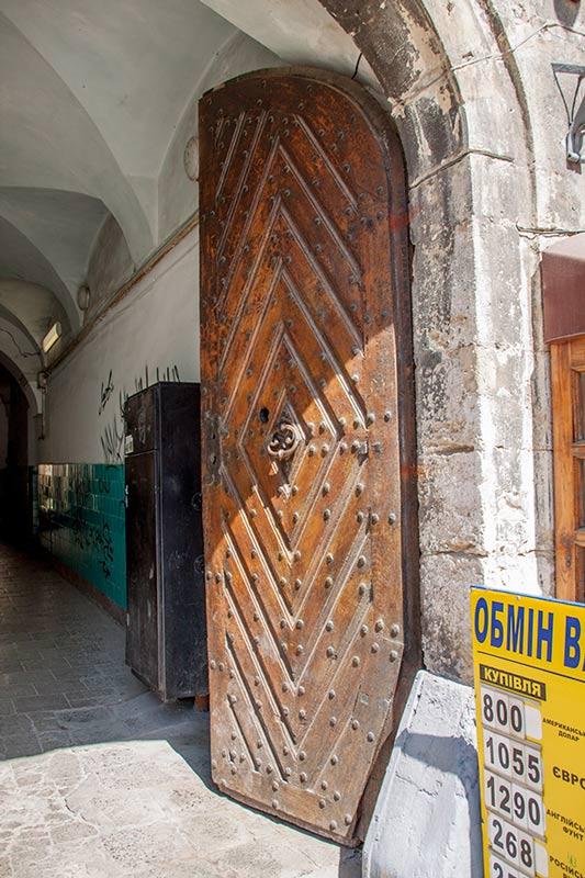 Старинный двери