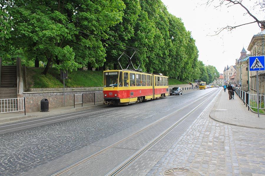 Трамвай и улица Подвальная