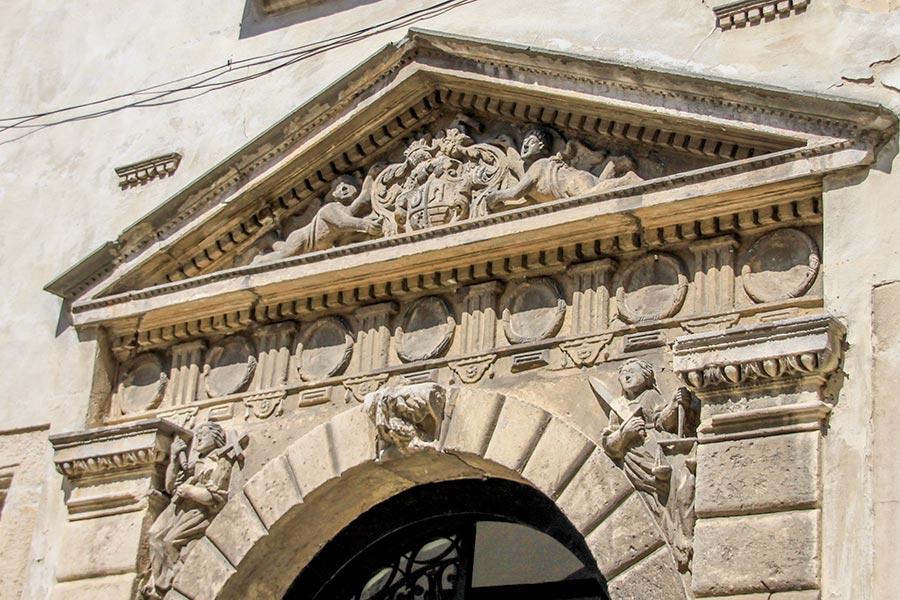 Порталы в Олесском замке