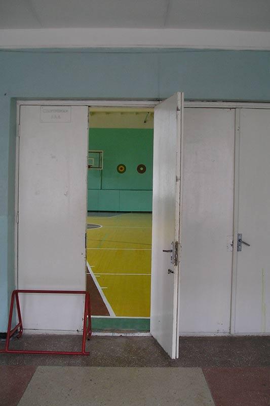 двери в спортзал