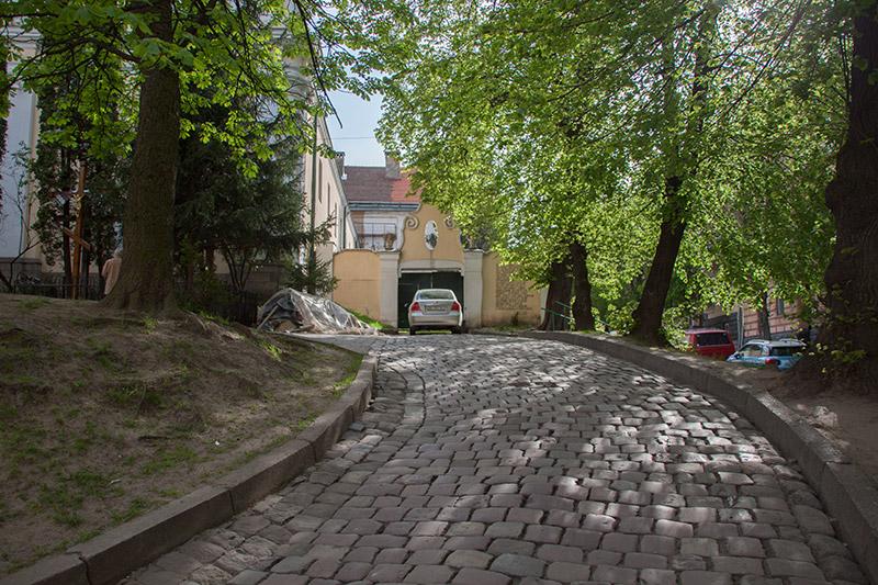 Ворота церкви на Грушевского