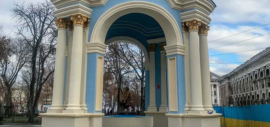 Обновленный фонтан Самсон
